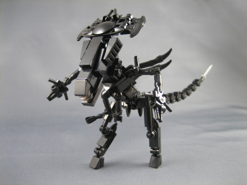 pimpmybricks:  Mini LEGO Aliens Queen by ninbendo http://flic.kr/p/dV8PF6