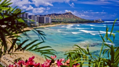 HELP & ADVICE HONEYMOON DREAMS: HAWAII PACKAGE Many say the honeymoon is the start of a marriage, just the two of you celebrating the start of your lives together, what better way than visiting four picturesque Hawaiian Islands. Made up of eight major islands, Hawaii is a picture, perfect paradise waiting to be explored on this island-hopping Honeymoon. Unlike many other honeymoon destinations, Hawaii offers a pleasant climate all year round. Direct flights from the UK to Hawaii are not possible, however this honeymoon offers the chance to visit Los Angeles on the outbound or return. The first stop on your Hawaiian adventure is Kauai, the fourth largest island in Hawaii. Abound with tropical forests, waterfalls and breathtaking beaches, Kauai is definitely an island where exploring is a must. The luxurious Grand Hyatt Kauai Resort & Spa gives guests a true Hawaiian experience; spread over 50 acres, it is a oceanfront retreat in the peaceful Poipu area. Honeymoon Dreams recommends hiring a car to explore the island, this gives you the freedom to visit the many areas of natural beauty that Kauai has to offer. From visiting the Hanalei valley lookout point to boarding a helicopter to marvel at the 4,000ft high cliffs on the islands Na Pali Coast. If that isn't enough book a relaxing cruise from the Na Pali coast to watch the dolphins leap around in the Pacific Ocean.