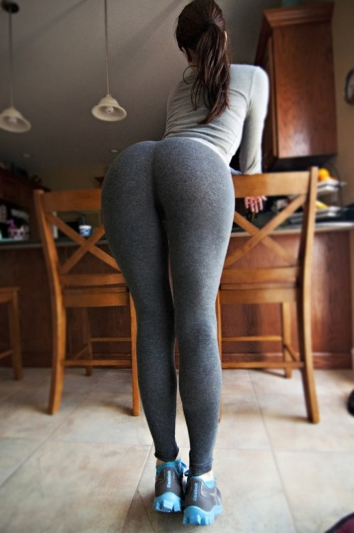 thisgirllovestheladies:  I want to spank kiss lick her sexy ass so bad!!!