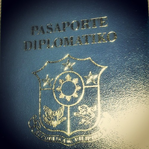 eeshameows:  My #mom 's Pasaporte Diplomatiko :) Papunta na siyang Spain sa June. Ako kaya, kailan? Hehe. Good night! ☆ #mother #family #diplomat #passport #philippines @eaneemineemoe
