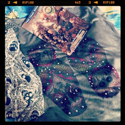 New stuffs, t-shirt, skull scarf & free Steam Engines Of Oz comic #funtimes #sugarskull #russiandoll #comic #steampunk #freebies #crystals (at Samantha's Boudoir)