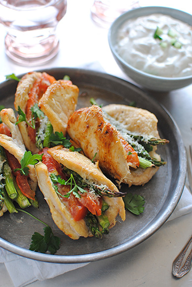 foodfuckery:  Chicken, Asparagus and Tomato Boats with Greek Yogurt Dipping Sauce! Recipe