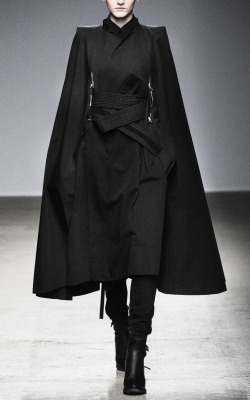 edge-to-edge:  Nicolas Andreas Taralis Fall/Winter 2010-2011    I want that coat.