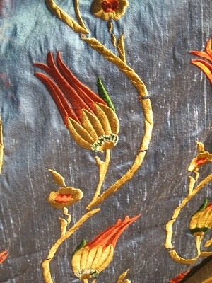ledecorquejadore:  (via My history / Turkish Tulip Embroidery on Silk)