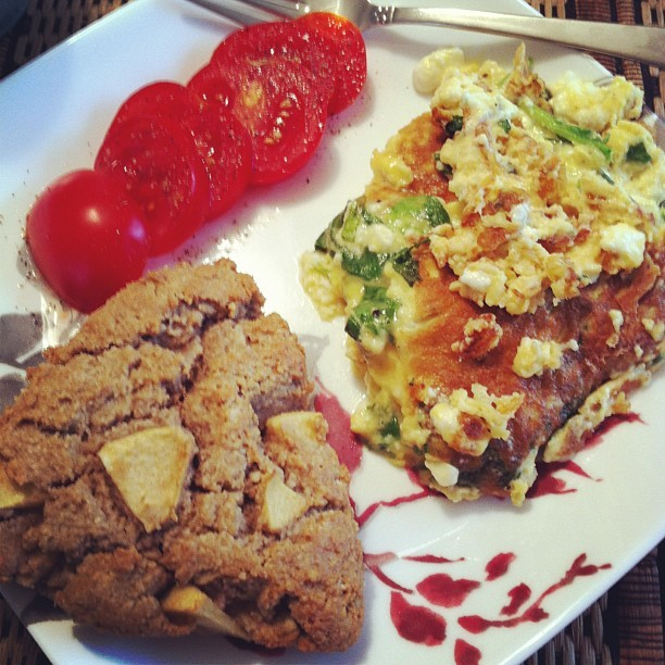 Mother's Day Brunch <3 Grain-Free Apple Cinnamon Scone, spinach & feta omelet & tomato slices #food #primal