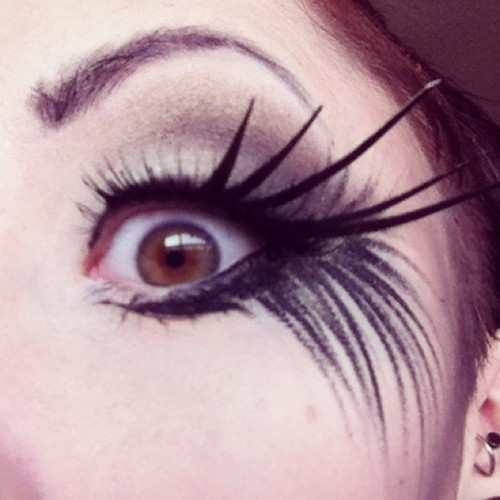 #Amazing #makeup artist @miss_obscure yay! #makeupartist #mua #gorgeous  #eyelashes #eyes #pale #godsgirl #redlips #photoshoot #elara #elarablair #elarajosephineblair