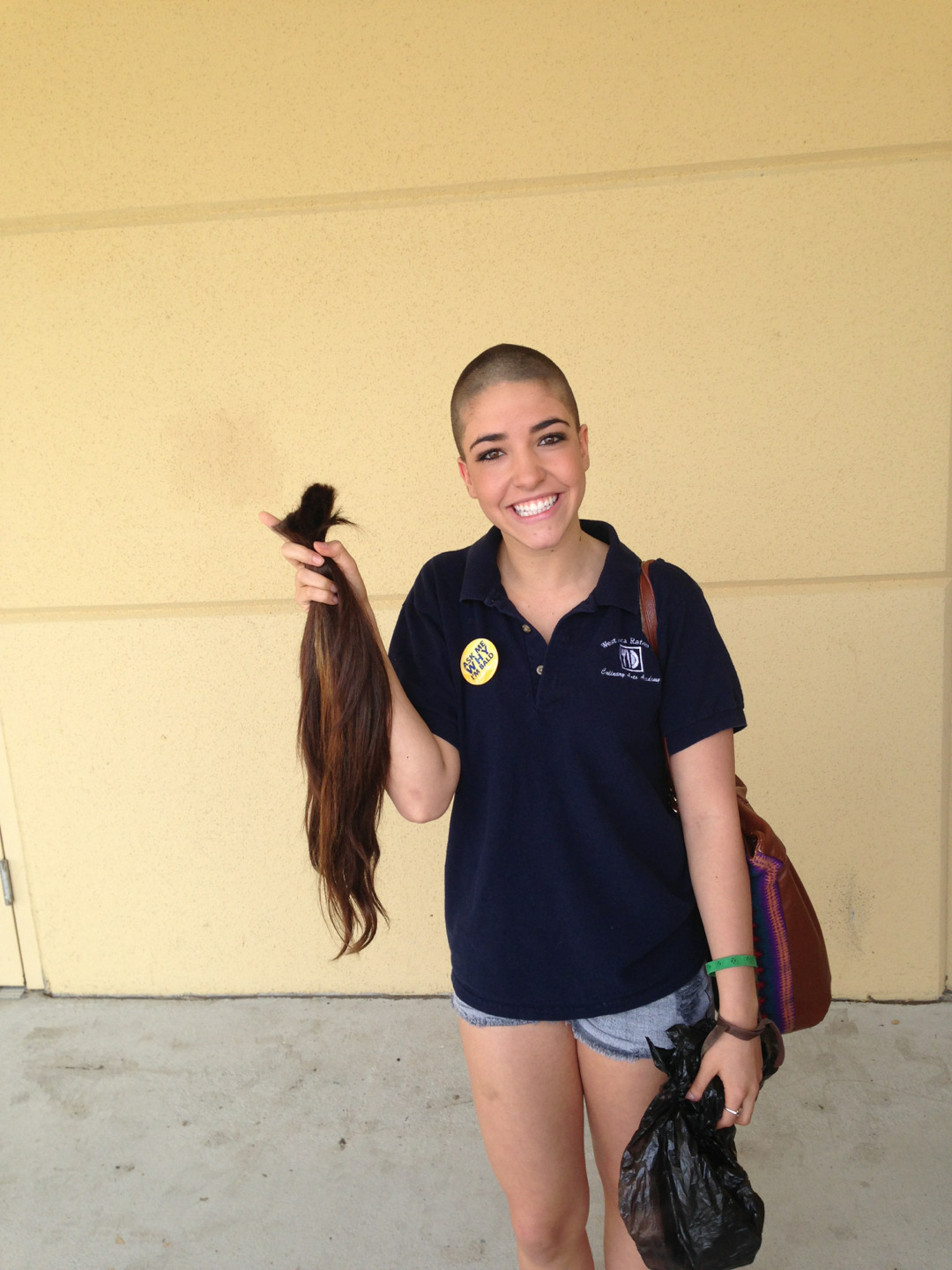 no-wayj0se:  Alexa donated her hair to a cancer foundation… By far the most brave and beautiful person I know inside & out! I love you lex