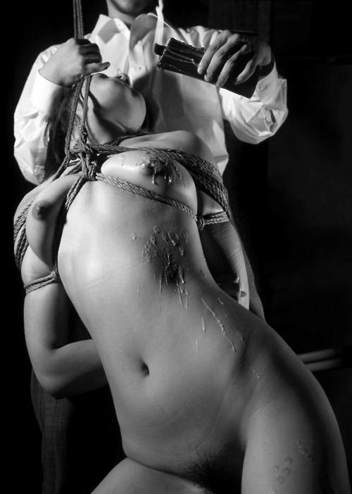 kinkystartshere:  blackleatherbelt:  Droplet by droplet until candle is drained   Xox