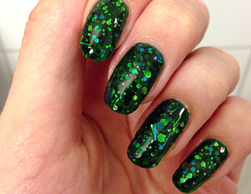 "powderdoom:  SUCH a pretty polish!!!! Pahlish ""Toxic and Timeless"", photo by Killer Colours."
