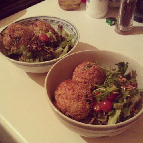 namesofthedead:  Risotto day 2 - made into croquettes, rolled in breadcrumbs and nutritional yeast, then baked. With salad with greens, tomatoes and seeds. Lime dressing. #whatveganseat #waitthatsnotgrass  Be Jealous, it was delicious!