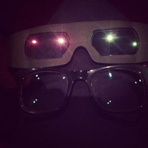 Dear 3D people: most of your hardcore consumers wear glasses. PLEASE accommodate us.