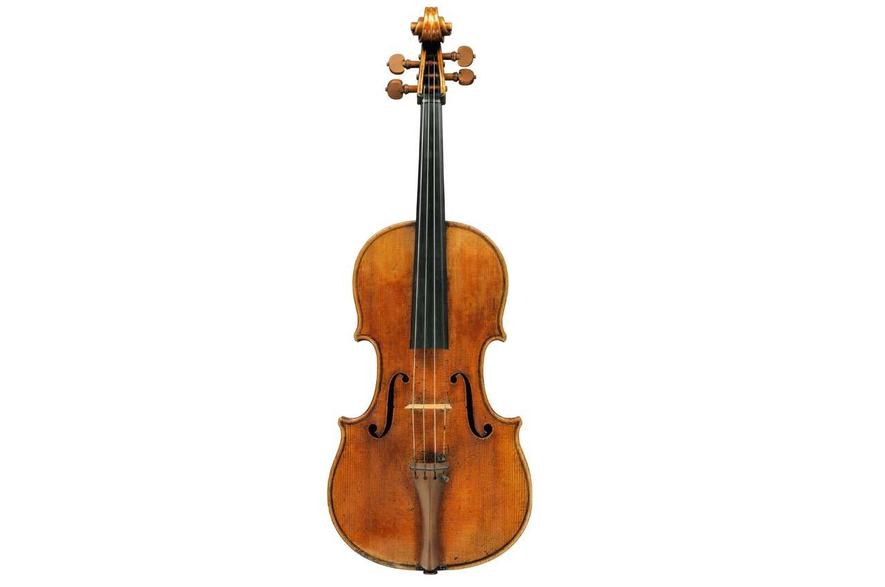 """La """"viola más perfecta"""" de Stradivarius, """"Macdonald"""", creada en 1719 por el renombrado lutier Antonio Stradivari (1644-1737), que Sotheby's sacará a subasta. EFE"""