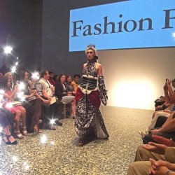Takes the crown 👉 Model Isabell Haggard opening last nights #fashionfusion at @mfahouston 🌟 Photo #jeffshell 😘 #nealhamilagency #hccfashion (at The Museum of Fine Arts, Houston)