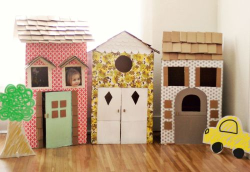 DIY Cardboard Play Houses from A Beautiful Mess here. For more play houses, tents and forts go here:unicornhatparty.com/tagged/fort