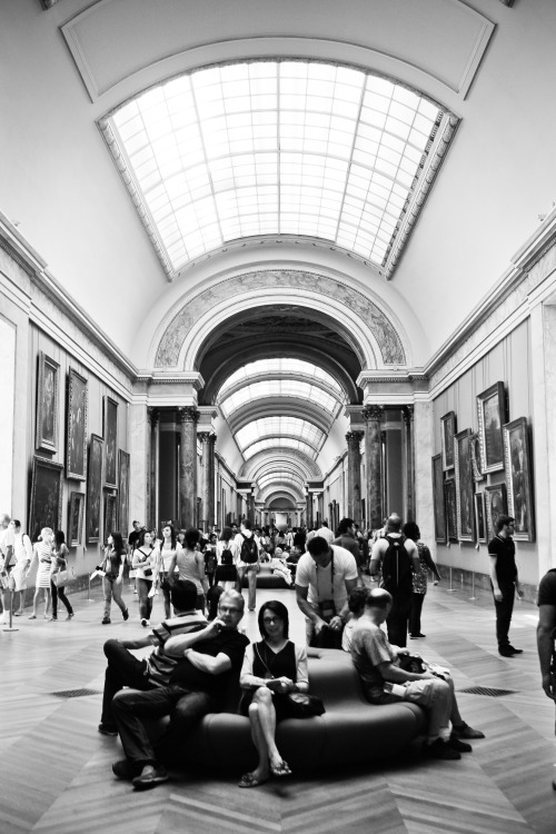 Original | Chillin' hard in The Louvre. Paris, France.