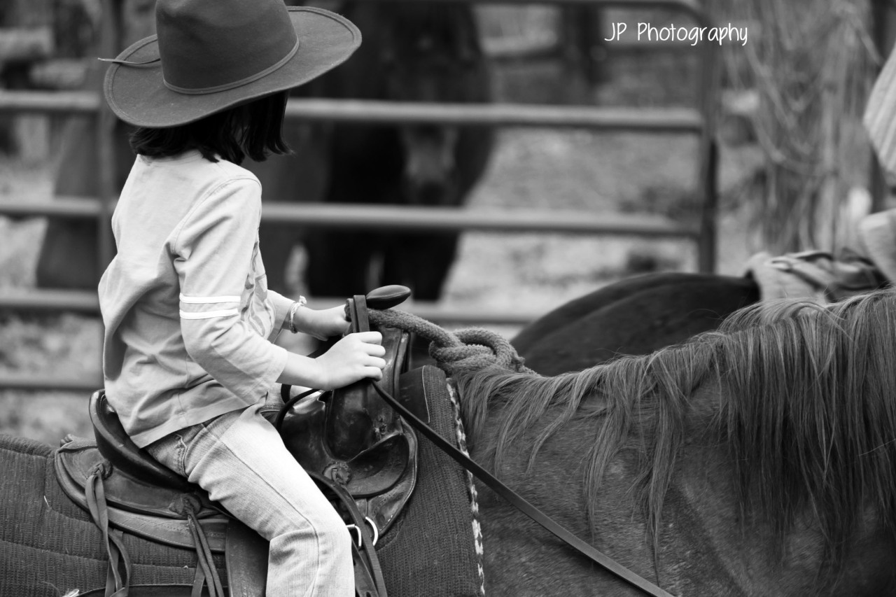 equestrian617:  My sister's first time on a horse <3 http://equestrian617.tumblr.com/