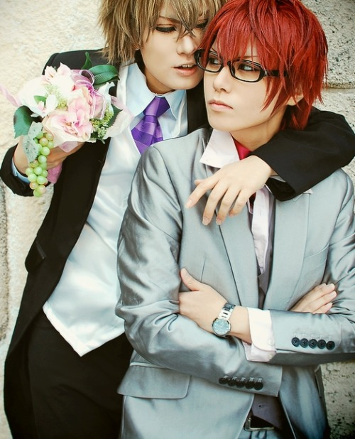 kael1030:  Yukimura and Shinonome cosplay… Posted this one that I found purely because I so want them to get married… *Q* <3 <3 <3