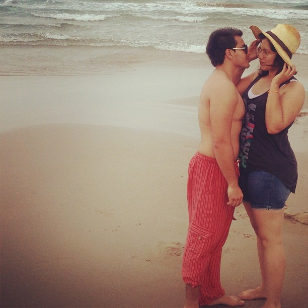 #loveofmylife #shy #instacute #cute #beach #hat #sunny #love #kiss @mrjarjsonromero