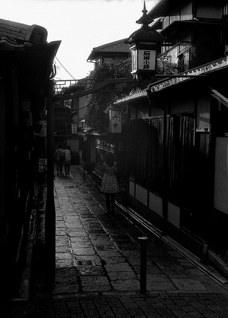 makafushigi:  Old Kyoto by Ben.S. on Flickr.