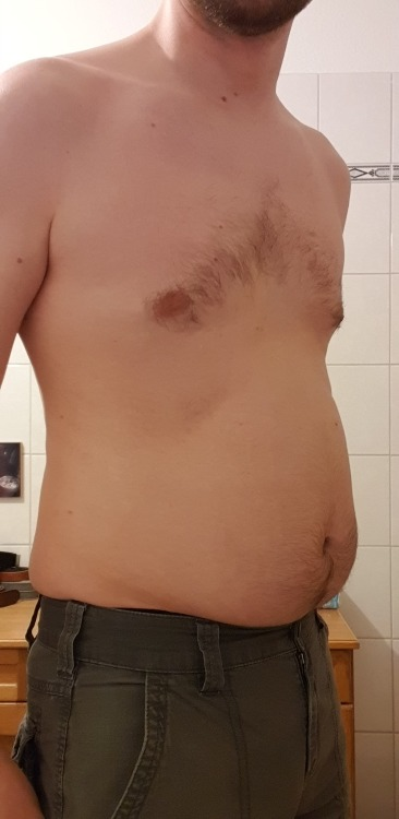 """I can't believe how """"soft"""" i've gotten up to now     😲  🤯  😅 #first pounds#weight gain #quarantine weight gain  #male weight gain #gainer#male gainer#get chubby#getting fatter#fatboy#fat belly #make me fatter #skinny fat#like food #ate too much #pig"""