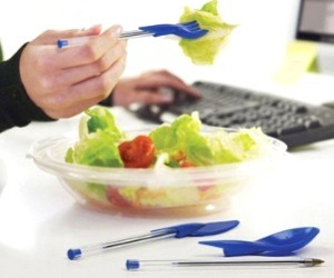 iwantmoretoys:  Working during your lunch break? Take notes and eat at the same time without switching a pen for your fork. Just pop these utensil caps on your pen and you'll be twice as efficient. Just don't get confused and accidentally stick your pen in your mouth. This pack comes with 3 sets of a knife, fork, and spoon.http://www.iwantmoretoys.com/pen-cap-eating-utensils