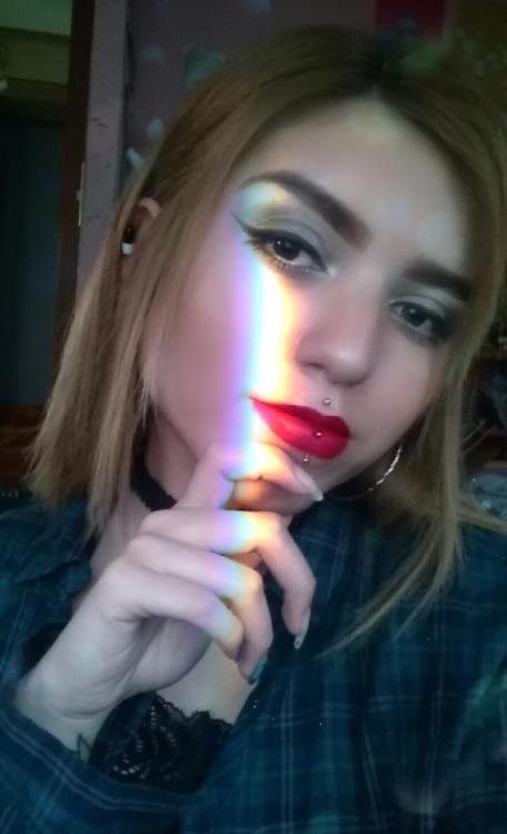alternative girl piercing perforación makeup Tumblr hairstyle meprix labret medusa