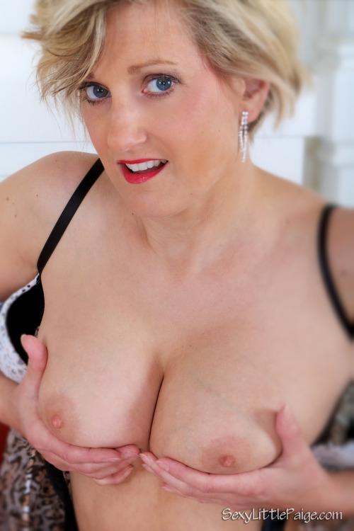 It's #TittyTuesday time!  #nsfw  #housewife