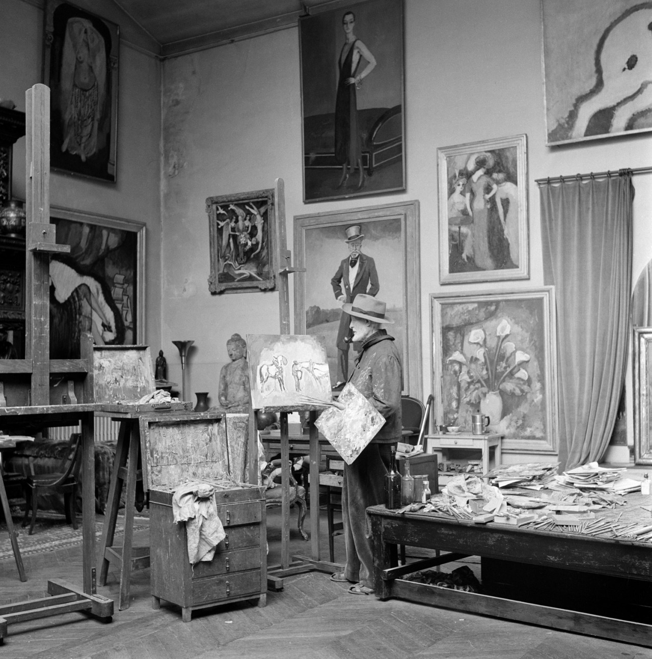 Kees van Dongen in his Paris studio, 1950-1952.  Photo: Jo Bokma