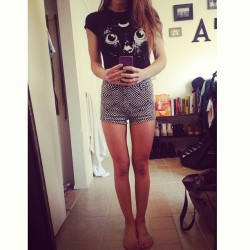 New Brandy Melville tee 😻🌙. Shorts are Billabong available at @whalebonesurfshop  #hadtodoit #moonkitty #cute #love #meow #idontevenlikecats #billabong #summer13 #fashion @billabonggirls