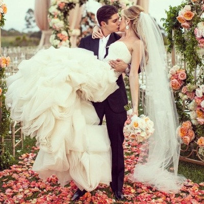 weddinglove-bliss:  Everybody needs a wedding photo like this
