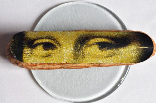 surrealchemy: Mona Lisa's eyes on a thin piece of chocolate i_wanna_have_it_across_the_street