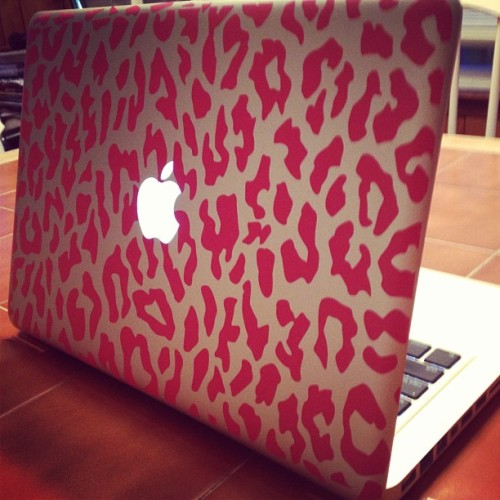 tay-jean:  😘🐆💗 #pink #cheetah #macbook #skin #apple #love