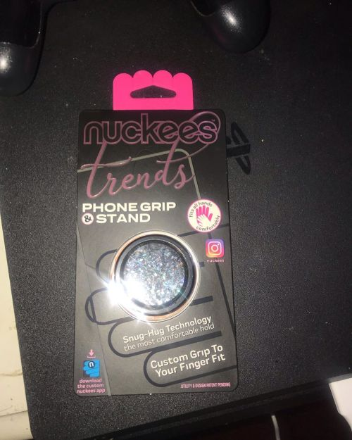 Lmao my mom asked why I put it on without a case look I was too excited cause I finally got me a @nuckees so enjoy this moment people 💕✨😍💖 . . . #nuckees #phonepop #phonestand #newphone #enjoyment #yesplease #glitter  https://www.instagram.com/p/B5v_wohgPMd/?igshid=10zq4cn0xucxv #nuckees#phonepop#phonestand#newphone#enjoyment#yesplease#glitter