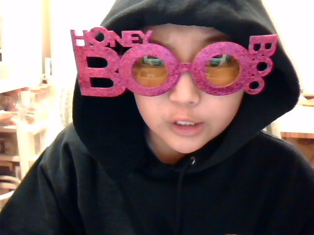 My dad gave me a couple of pairs of Honey Boo Boo sunglasses they were giving out in New York City today, in honor of the New Years?? and now I'm going to eat some cup noodles or somethingHappy New Years everbody!