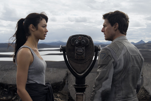Exclusive featurette goes on set of Oblivion with Tom Cruise Oblivion, the post-apocalyptic sci-fi starring Tom Cruise, features some unique spacecraft, and we've got an exclusive featurette on the ship piloted by Cruise's character, Jack…