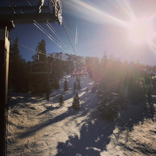 Last day. 😭#mtrose #snowboard #snow #lift (at Mt. Rose)