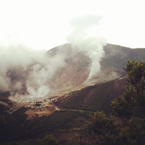 Asep gunungnya *。* #mountain #fumes #indonesia #asian #hiking