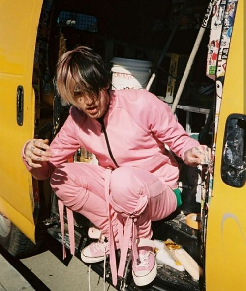 𝕚 𝕝𝕠𝕧𝕖 𝕪𝕠𝕦(like/reblog if you save) #pastel pink#pink blog#lil peep#lilpeep#gbc#aesthetic#peep#gustav#cute #i love you #tour#concert#emo#emo aesthetic#photography#converse