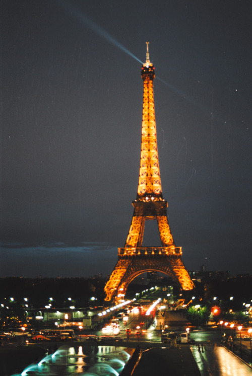 mystic-revelations:  Eiffel Tower (by acroamatic)