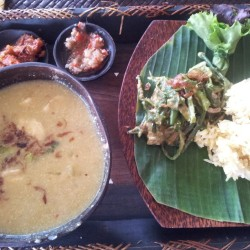 """Nyat-nyat siap"" Thick balinese chicken curry. #balinese #indonesian #food #foodporn #foodtrip #hipster #curry (at Olip's Restaurant Bali)"
