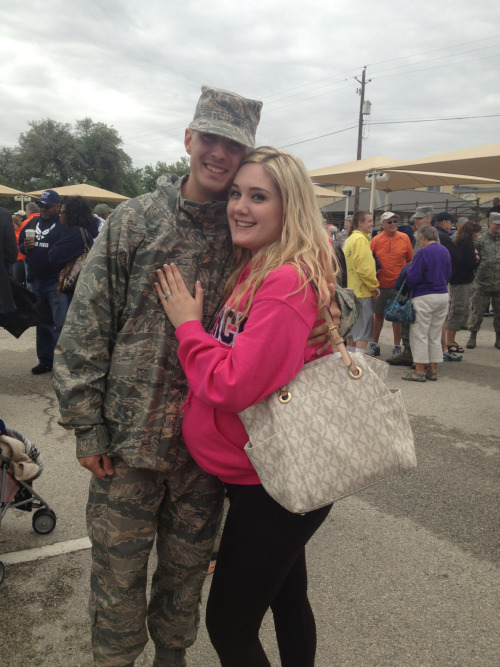 jmarietee:  stephieeloveee:  I'm so proud of my husband! ❤👏😊  HER PURSE HER CUTE BABY BUMP I CAN'T. too cute!  .?.?.?…h.m.m.m???