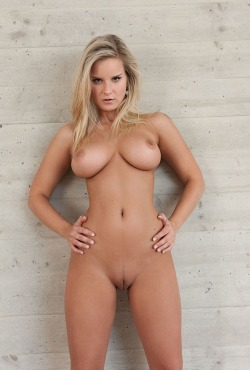 lovethebush:  cute-little-boobs:  Follow me on http://cute-little-boobs.tumblr.com/       TumbleOn)