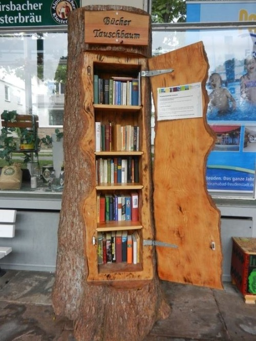 Not your mini-library - A Book Exchange in a Tree via