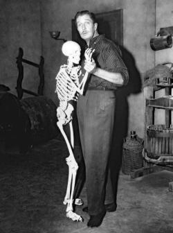 Vincent price Behind the scene of House On Haunted Hill.