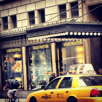 #luisvuitton #5thavenue #street #walk #nyc #cabs #newyork #travel