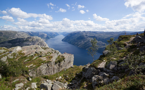 Above the Lysefjord, Rogaland, Norway Source: maxunterwegs (flickr)