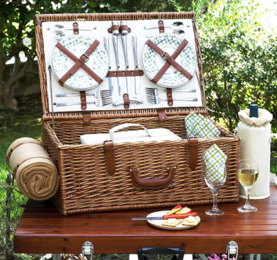 Picnic in style with the Dorset Picnic Basket for Four