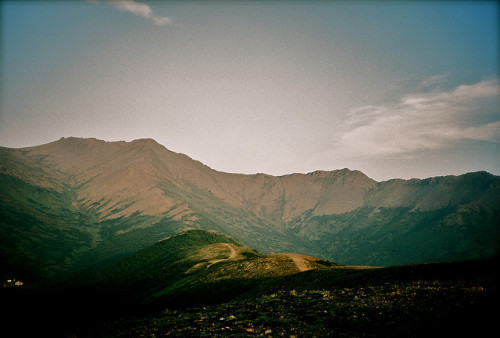 vorrid:  McHugh Peak and Rainbow Peak by T.M.Y. on Flickr.