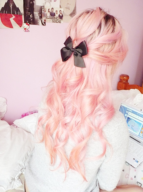 locksofenvy:  mycuppycake-:  stayed home today because im sick but i did my hair so its ok (ಥ⌣ಥ)  Karen on my hair blog bc qurl u perf