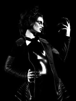 black-white-madness:  Madness:  Photography by Adam Richardson  Makeup & Hair by Benny Hancock   Styling by Vicki Carr  Modelling by Rebecca (models1)